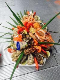Realisation d'un plateau de fruits de mer par votre poissonnier sur Anglet
